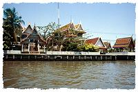 Ein Tempel am Chao Phraya Fluss in Bangkok
